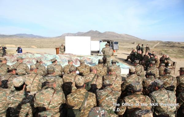 Президент Арцаха наблюдал за военными учениями Армии обороны