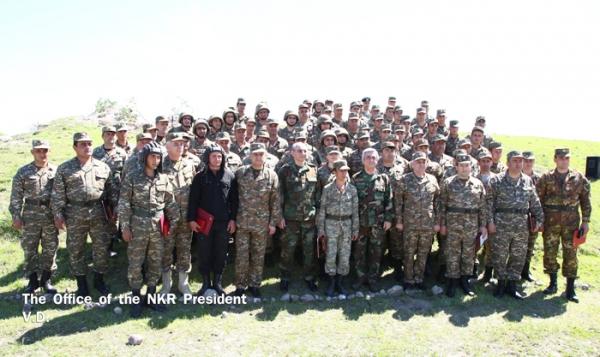 Президенты Арцаха и Армении вручили государственные награды группе военнослужащих